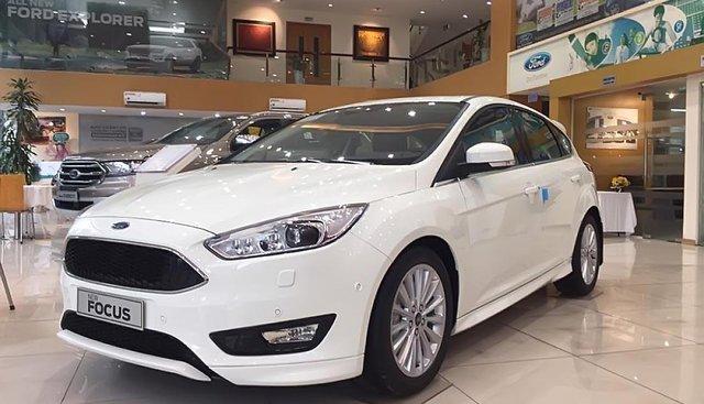 Bán xe Ford Focus 5D Sport sản xuất năm 2019, màu trắng