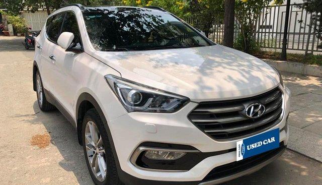 Cần bán xe Hyundai Santa Fe 2.4AT 4WD sản xuất năm 2017, màu trắng