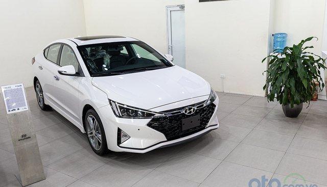 Đánh giá xe Hyundai Elantra 2019: Lột xác ngoại hình, tăng sức hấp dẫn