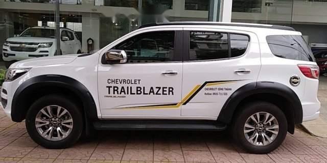 Bán Chevrolet Trailblazer đời 2018, màu trắng, giá chỉ 900 triệu