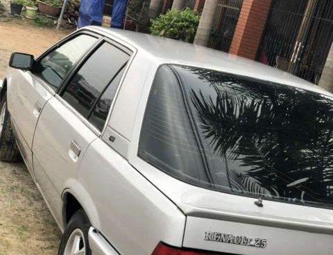 Bán xe Renault 25 sản xuất năm 1989, màu bạc, xe nhập