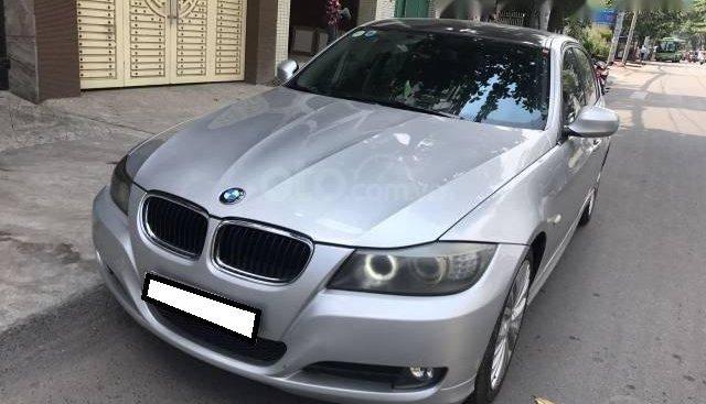 Gia đình cần bán BMW 320i đời 2009, số tự động, màu bạc
