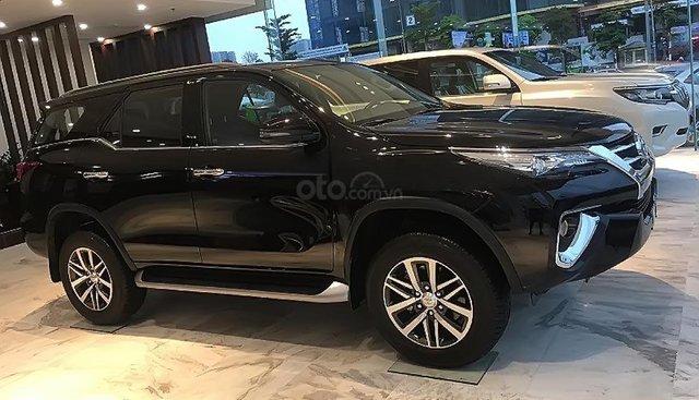 Bán Toyota Fortuner đời 2019, màu đen, nhập khẩu