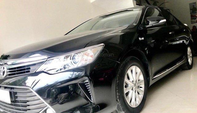 Bán lại xe Toyota Camry 2.0E năm 2016, màu đen, chính chủ
