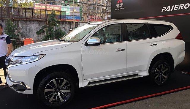 Bán Mitsubishi Pajero Sport máy dầu, số sàn - Xe nhập khẩu Thái Lan, thiết kế mới hoàn toàn