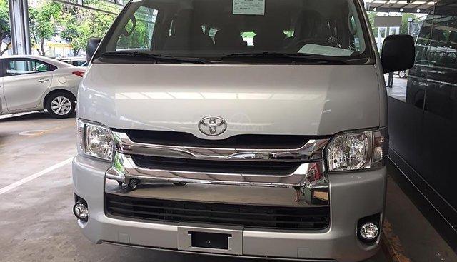 Bán ô tô Toyota Hiace 3.0 năm 2019, màu bạc, xe nhập, mới 100%