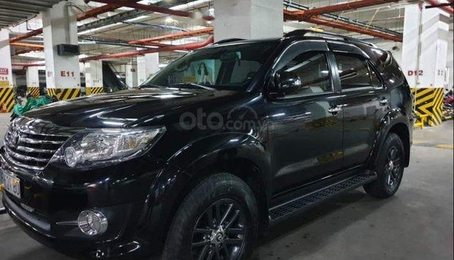 Bán Toyota Fortuner 2.7V 4X2 AT đời 2016, màu đen, xe gia đình