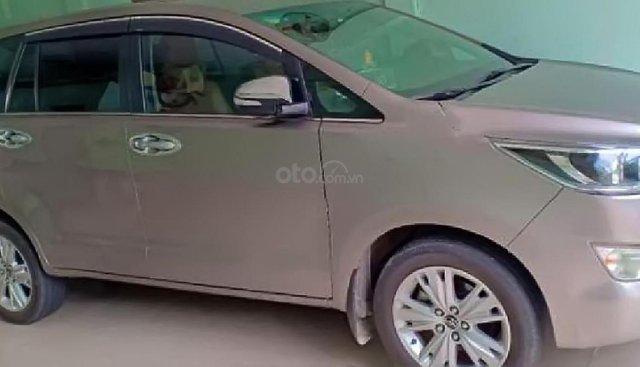 Bán Toyota Innova 2.0V đời 2016, màu xám, số tự động