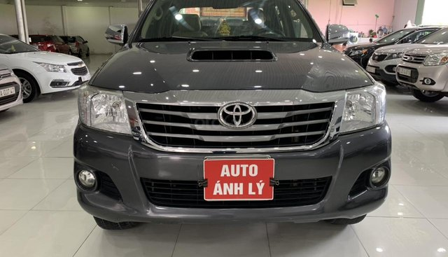 Cần bán xe Toyota Hilux sản xuất 2014 giá tốt