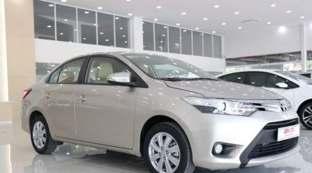 Bán Toyota Vios đời 2017, màu bạc, 420 triệu