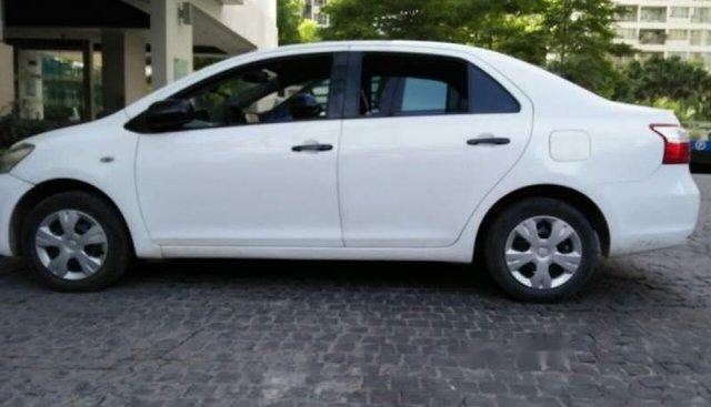 Bán xe Toyota Vios 2010, màu trắng, giá chỉ 235 triệu