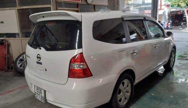 Gia đình bán Nissan Grand livina đời 2011, màu trắng