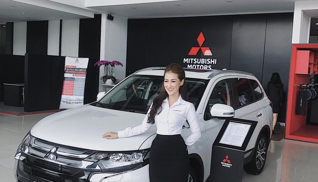 Bán xe Mitsubishi Outlander 2.0 STD sản xuất 2019, màu trắng, xe nhập