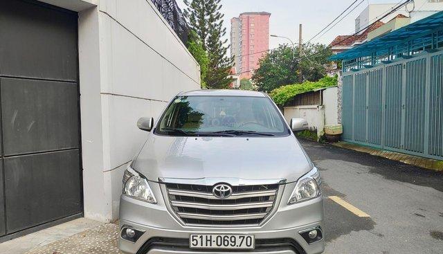 Bán Toyota Innova 2.0 E 2015, màu bạc, xe nhà, chính chủ