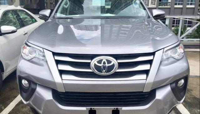 Bán xe Toyota Fortuner năm 2019, màu bạc