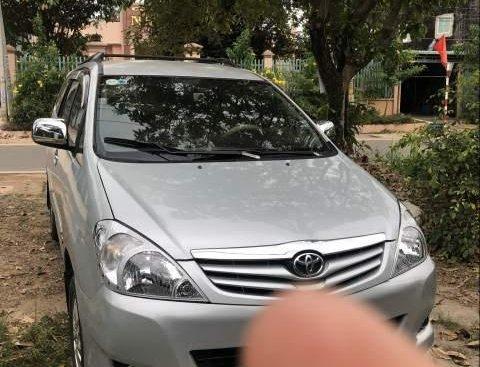 Cần bán Toyota Innova G 2010, màu bạc còn mới