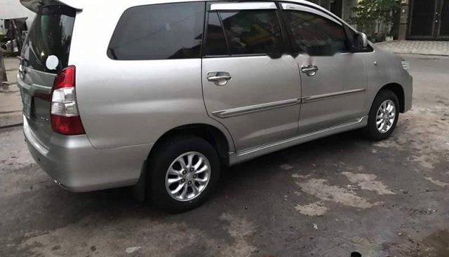 Cần bán lại xe Toyota Innova đời 2014, màu bạc