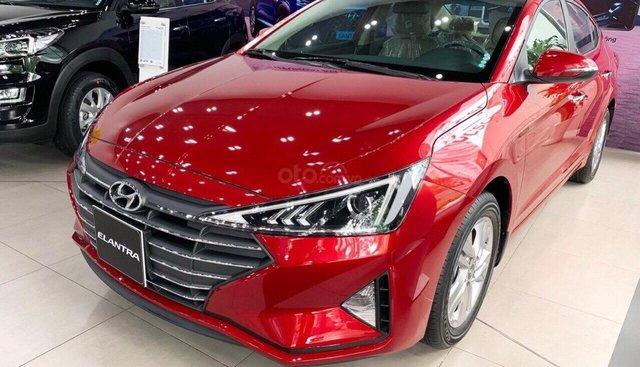 Bán Hyundai Elantra đời 2019, màu đỏ