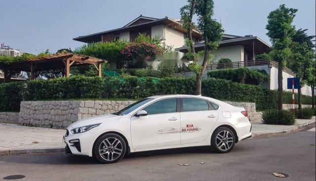 Cần bán xe Kia Cerato năm sản xuất 2019, màu trắng