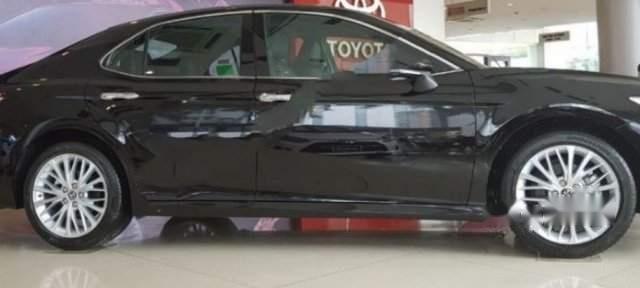 Bán Toyota Camry 2.5Q 2019, màu đen