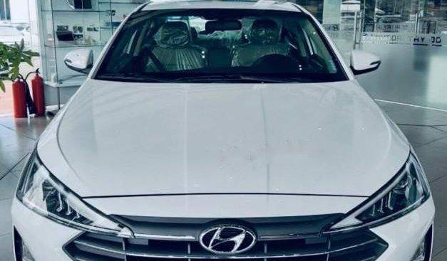 Bán Hyundai Elantra năm sản xuất 2019, màu trắng, 655 triệu