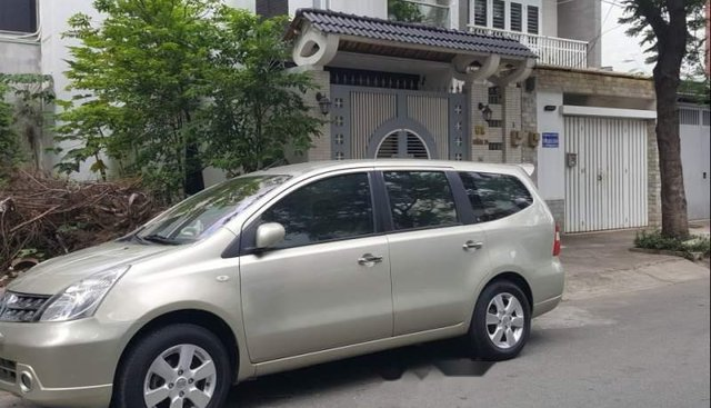 Nhà bán xe Nissan Livina sản xuất năm 2011, màu vàng cát, giá chỉ 345 triệu