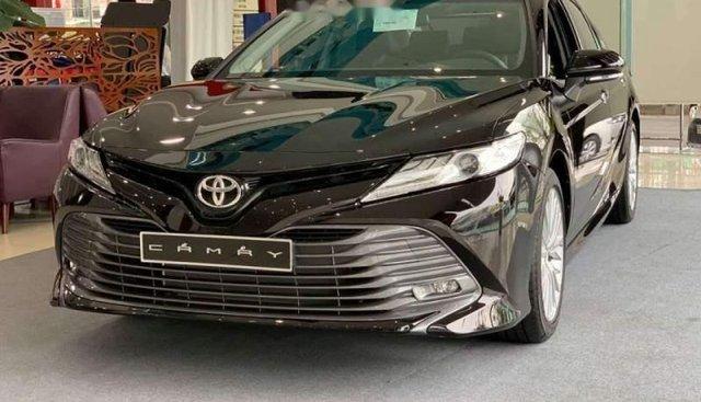Bán xe Toyota Camry đời 2019, đủ màu, giao ngay