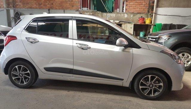 Bán Hyundai Grand i10 HB 1.2AT màu bạc số tự động 5 cửa, sản xuất 2017 / 2018, biển Sài Gòn, 1 chủ