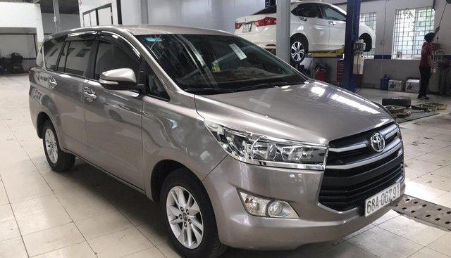 Bán Toyota Innova 2.0E màu nâu titan, số sàn, sản xuất 2017 mẫu mới một chủ