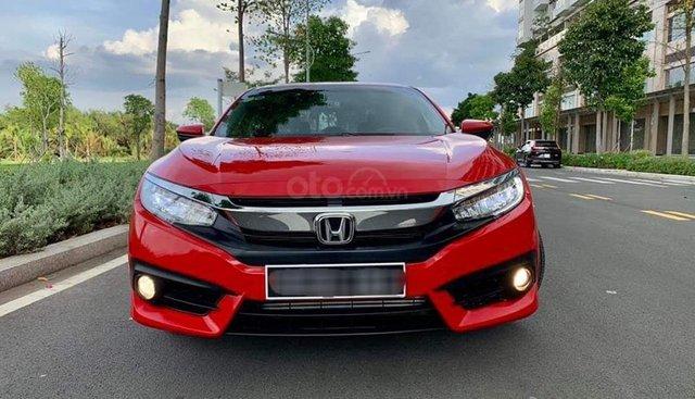 Bán Honda Civic 1.5 Turbo sản xuất 2018 màu đỏ, biển Hà Nội