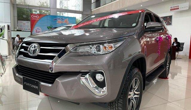 Toyota Fortuner KM hot tháng 8, lần đầu tiên không kèm lạc, còn được giảm 35tr. Liên hệ 0938805787