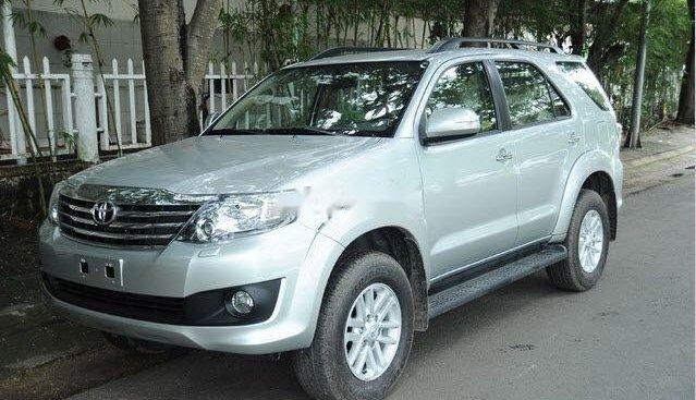 Cần bán lại xe Toyota Fortuner đời 2012, màu bạc xe gia đình, 620 triệu