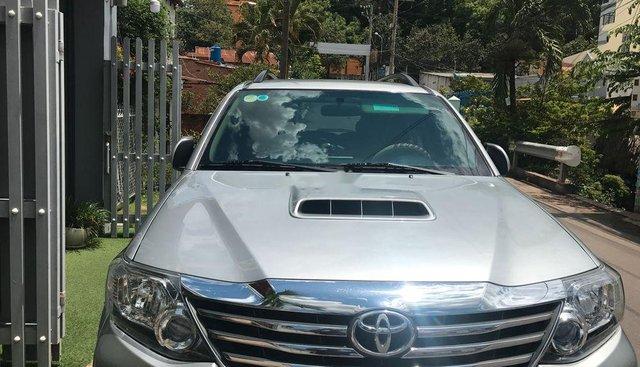 Bán Toyota Fortuner 2014, màu bạc chính chủ, giá tốt