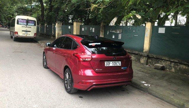 Cần bán xe Ford Focus sản xuất năm 2017, màu đỏ
