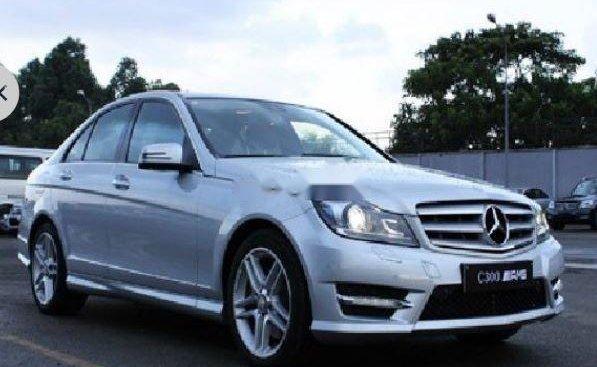 Cần bán lại xe Mercedes C300 sản xuất năm 2012, mình mới mua bảo hiểm thân vỏ