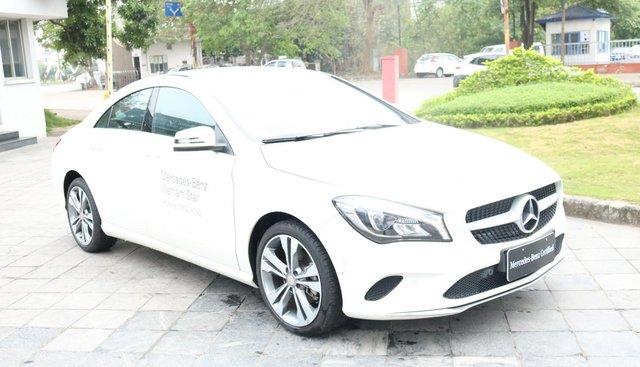 Bán Mercedes CLA200 đời 2016, màu trắng, nhập khẩu nguyên chiếc chính hãng. LH 0775138888