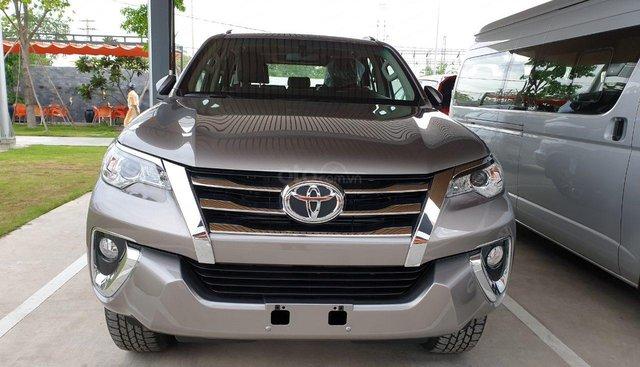 Bán Toyota Fortuner 2.4G số tự động, khuyến mãi cực khủng, hỗ trợ trả góp