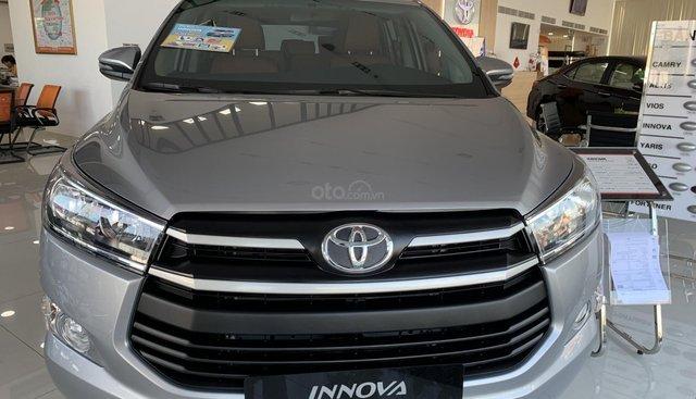 Bán Toyota Innova 2.0E MT 2019, khuyến mãi cực khủng, màu bạc giao ngay. LH: 0943.134.210