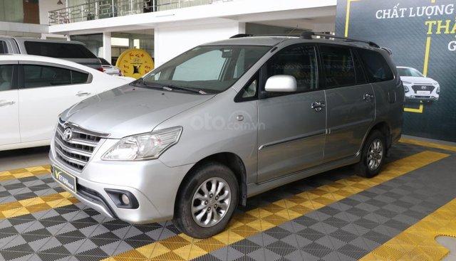 Cần bán xe Toyota Innova E 2.0MT năm sản xuất 2015, màu bạc, 556tr