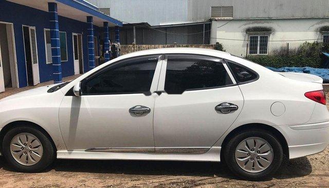 Cần bán lại xe Hyundai Avante đời 2011, màu trắng