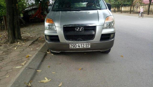 Cần bán Hyundai Starex đời 2004, màu bạc nhập khẩu nguyên chiếc giá chỉ 175 triệu đồng