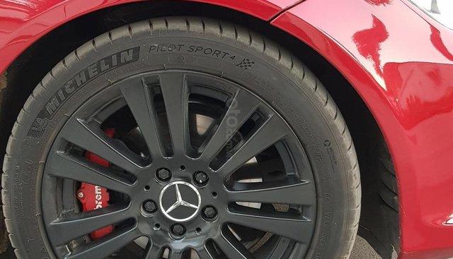 Cần bán Mercedes đời 2011, màu đỏ