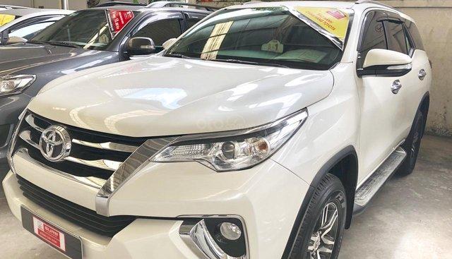 Bán Toyota Fortuner V 2017, màu trắng số tự động