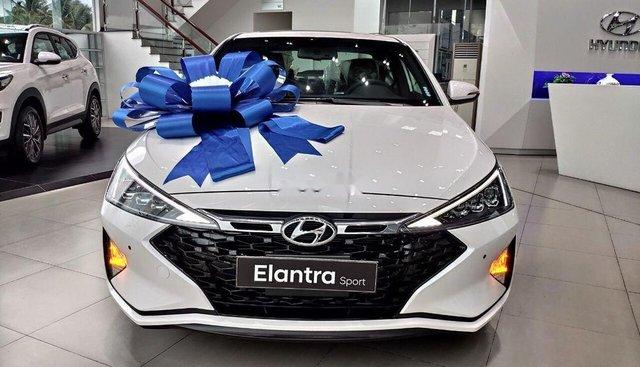 Cần bán Hyundai Elantra sản xuất năm 2019, màu trắng, xe nhập, giá tốt