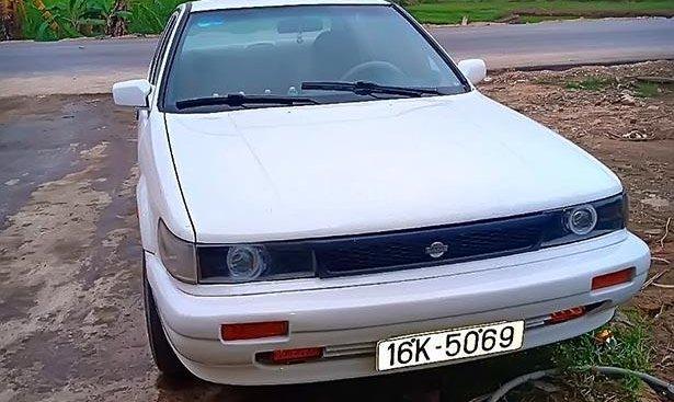 Bán xe Nissan Bluebird Select Saloon 1.8 năm sản xuất 1990, bản VIP, số tay, máy xăng, màu trắng, nội thất màu kem