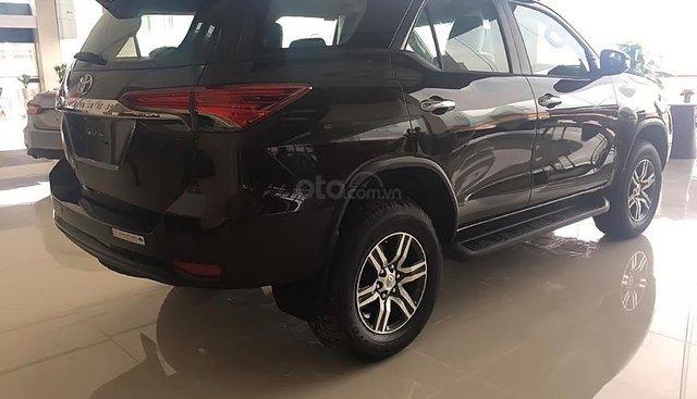 Bán Toyota Fortuner 2.8V 4x4 AT 2019, màu đen, nhập khẩu