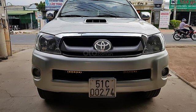 Bán Toyota Hilux 3.0G 4x4 MT 2010, màu bạc, xe nhập