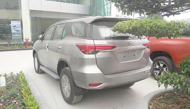 Bán Toyota Fortuner 2.4G 4x2 MT đời 2019, màu bạc, xe nhập