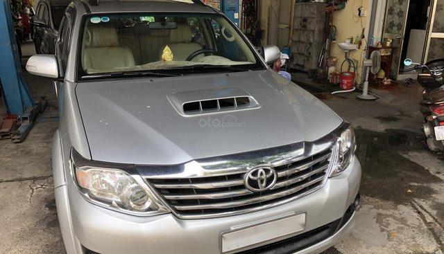 Cần bán Toyota Fortuner G 2014, màu bạc