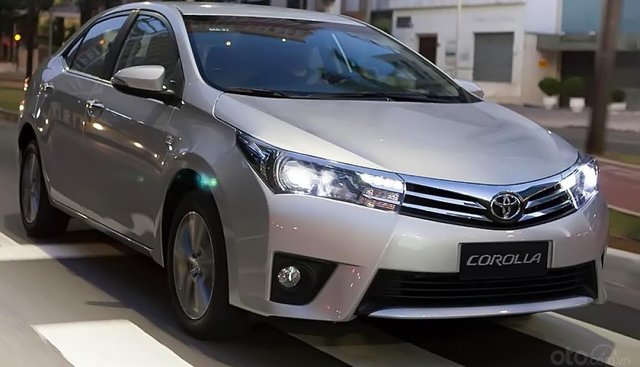 Bán ô tô Toyota Corolla Altis 1.8MT đời 2016, màu bạc, xe như mới đi 2,1 vạn km